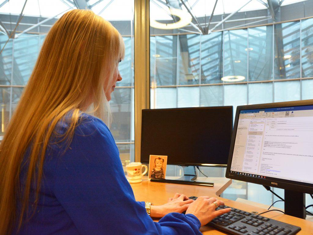 Suomalaisista yrityksistä 93,2 prosenttia on 1-9 hengen mikroyrityksiä. Näistä yrittäjistä joka neljäs tienaa alle 1000 euroa kuussa.